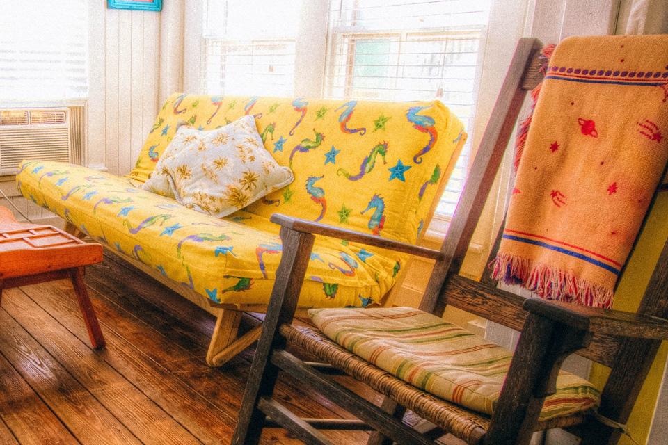 Cojines para sillas rústicas, no tengas miedo al color