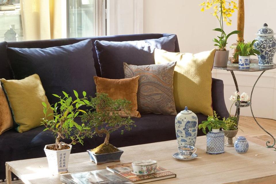 Cojines para sofa negro en tonos ocres
