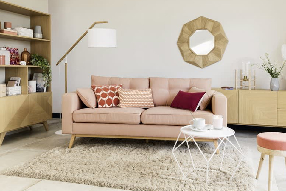 Cojines para sofá rosa y conjunto pastel